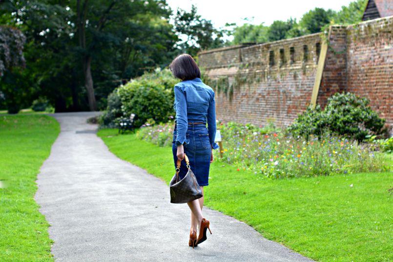 Denim pencil skirt | Denim shirt | Louis Vuitton Sully bag | Manolo Blahnik Crocodile shoes