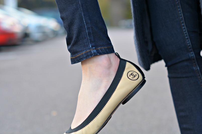 Maje dark navy coat | Whistles super skinny stretch dark enim jeans | Chanel CC black toe ballet flats