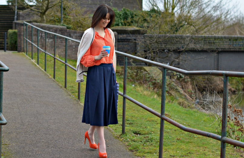 what to wear with a navy skirt