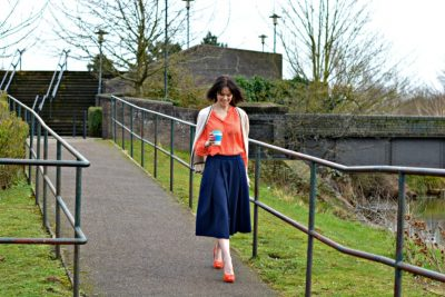 what to wear witha navy skirt