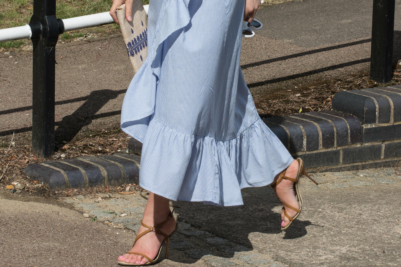 blue-pinstriped-cotton-skirt-gucci-tan-sandals