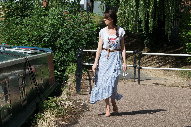 blue-pinstriped-cotton-skirt-gucci-heels
