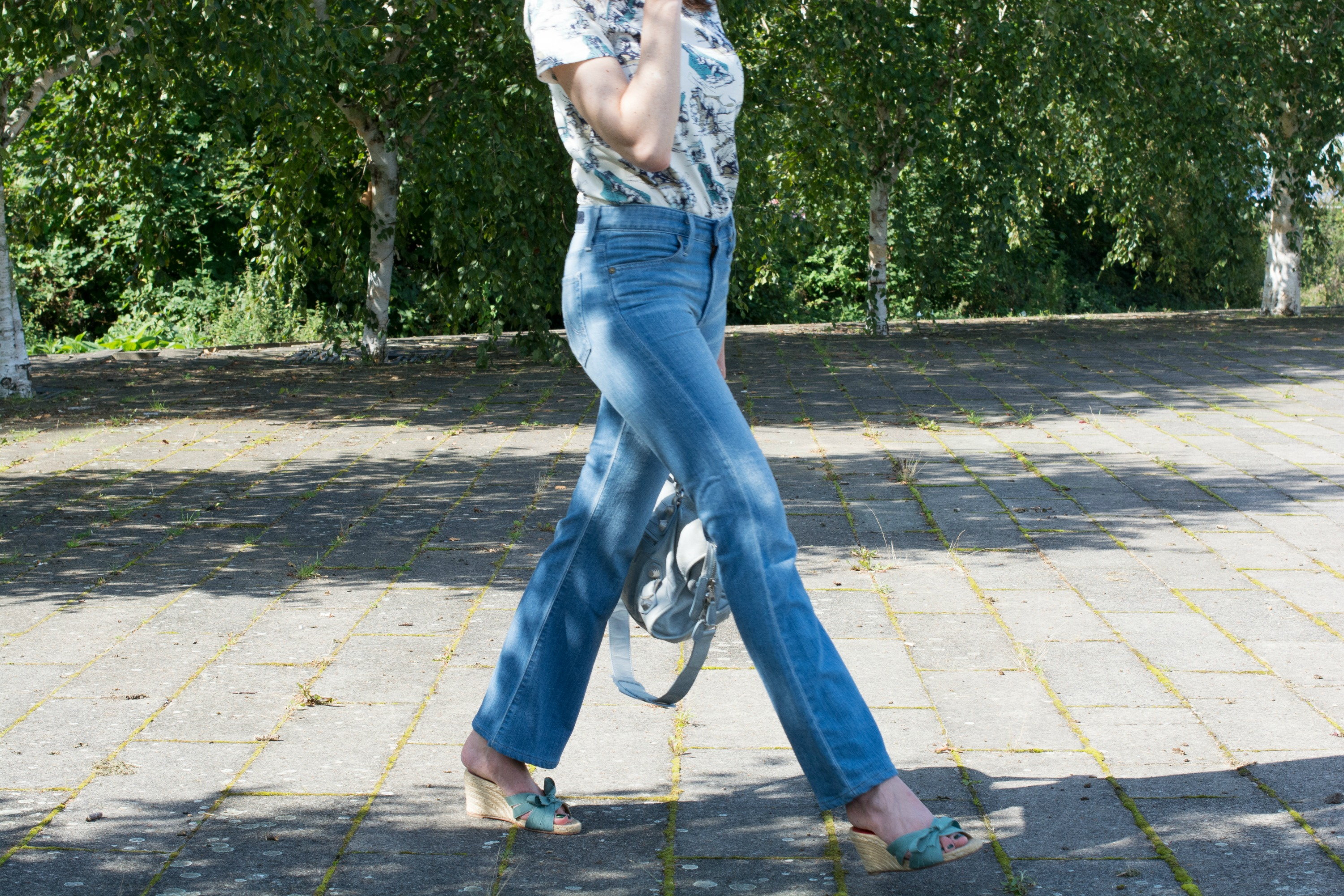 6 OF THE BEST MID-RISE JEANS TO WEAR NOW