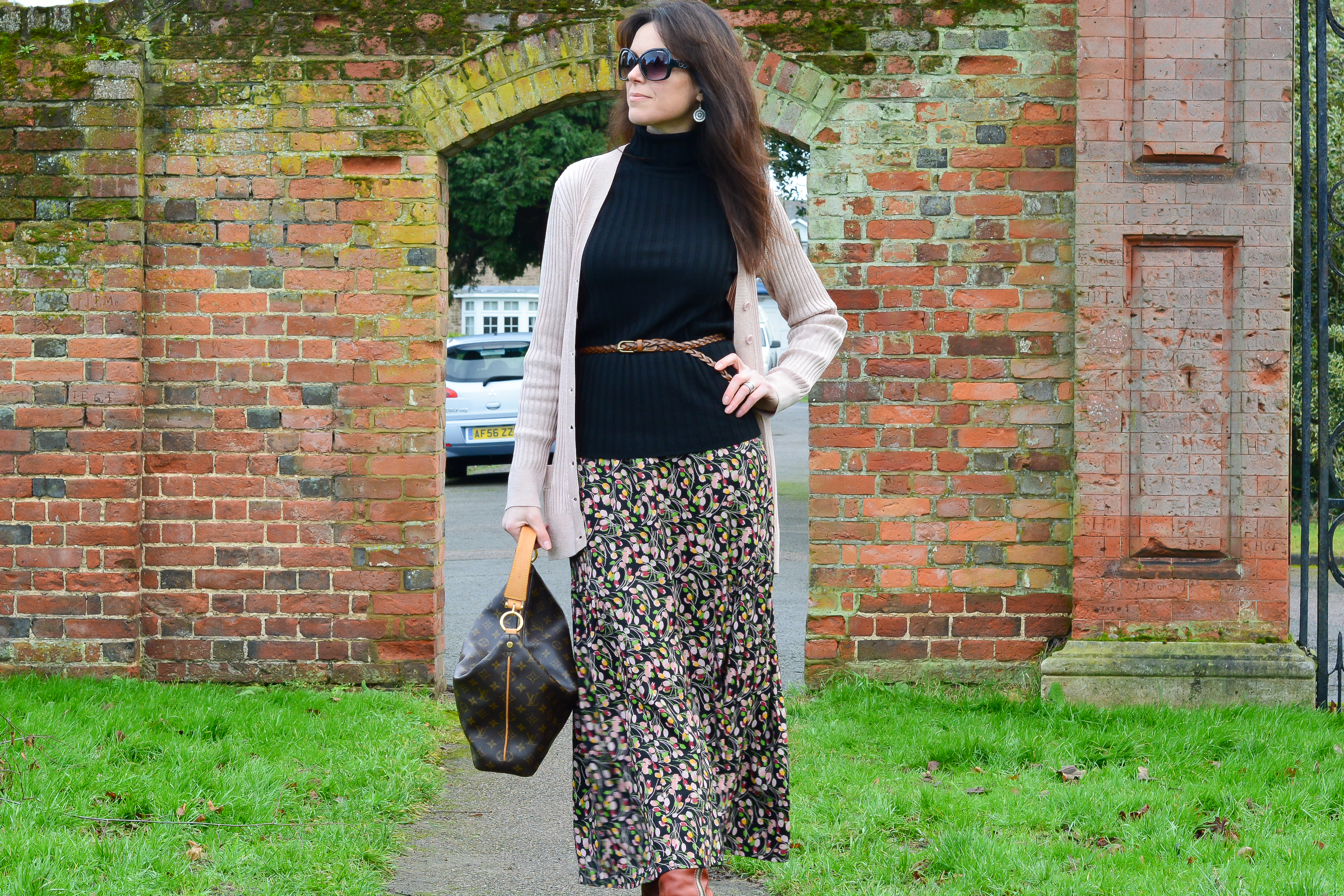 How-I-wear-my-floral-maxi-skirt-with-boots