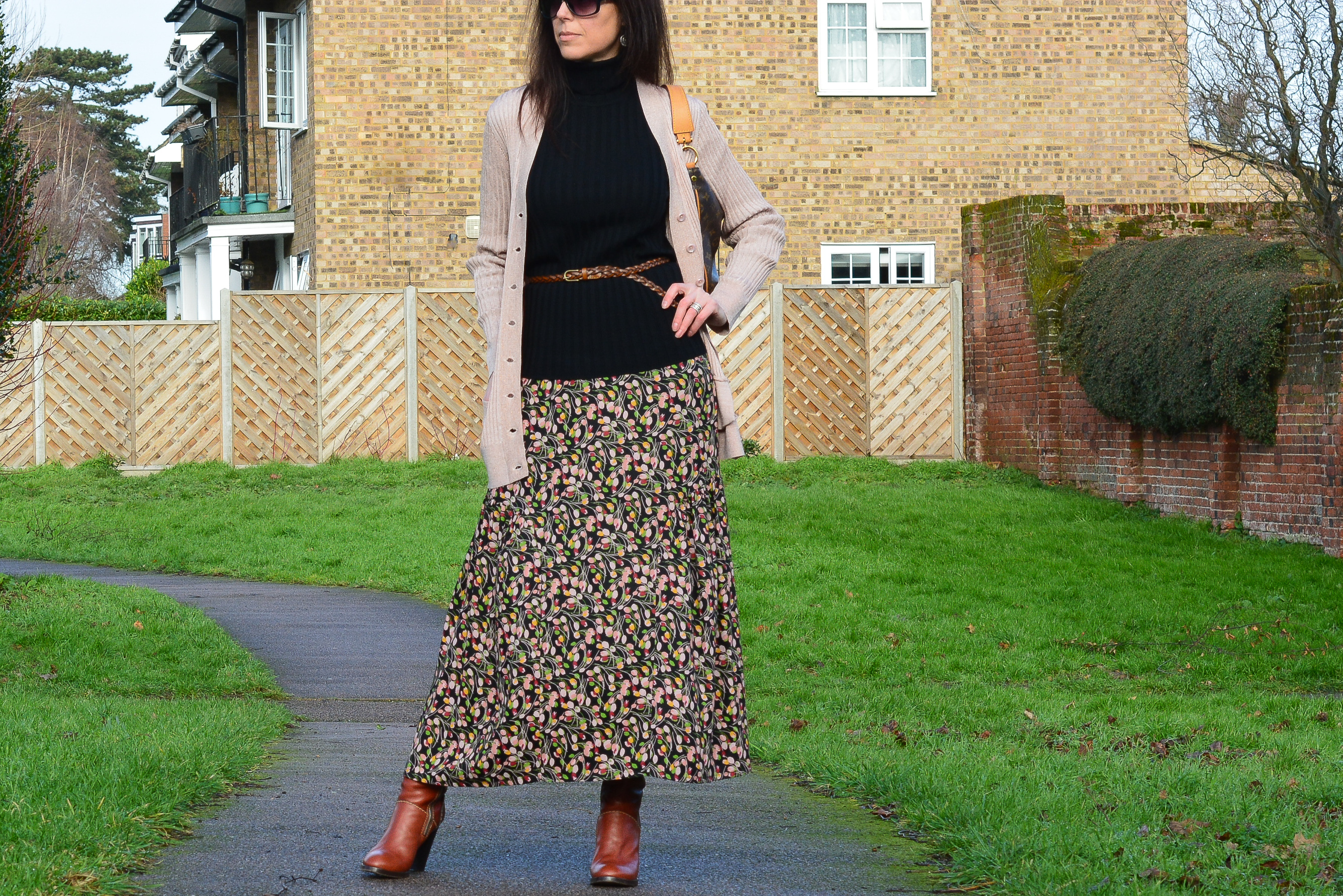 398fc8c17a HOW I WEAR MY MAXI SKIRT WITH BOOTS & SWEATER FOR WINTER