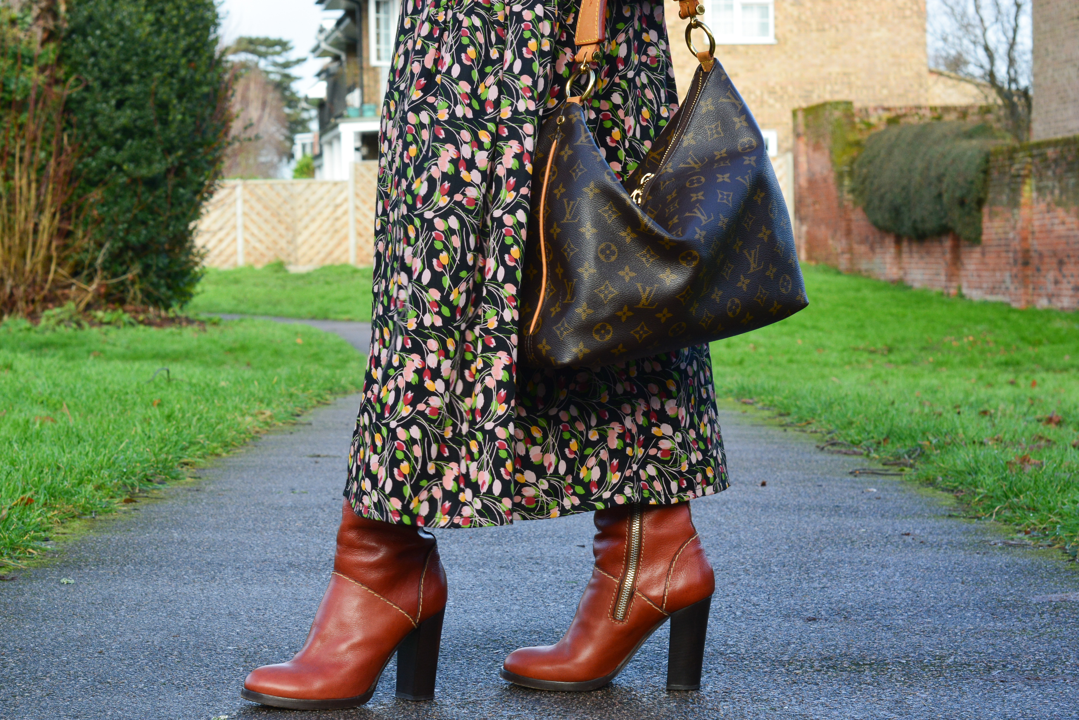 HOW I WEAR MY MAXI SKIRT WITH BOOTS & SWEATER FOR WINTER